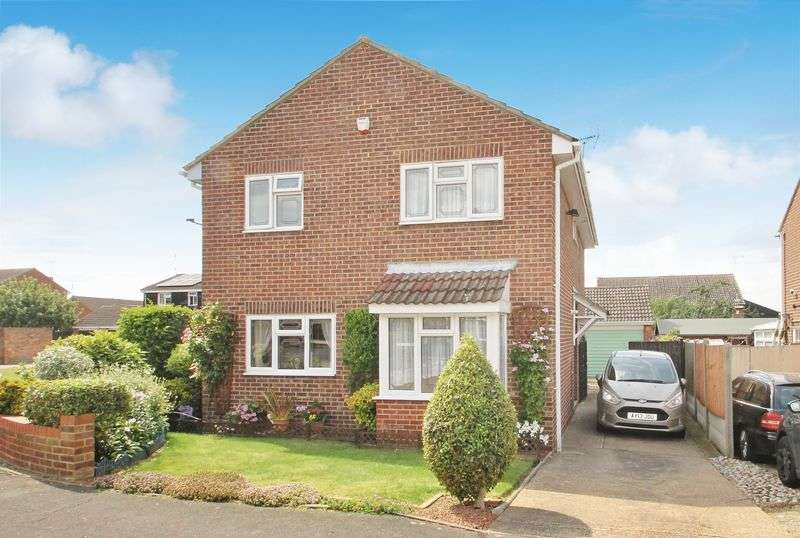 4 Bedrooms Detached House for sale in Gosfield Close, Rayleigh