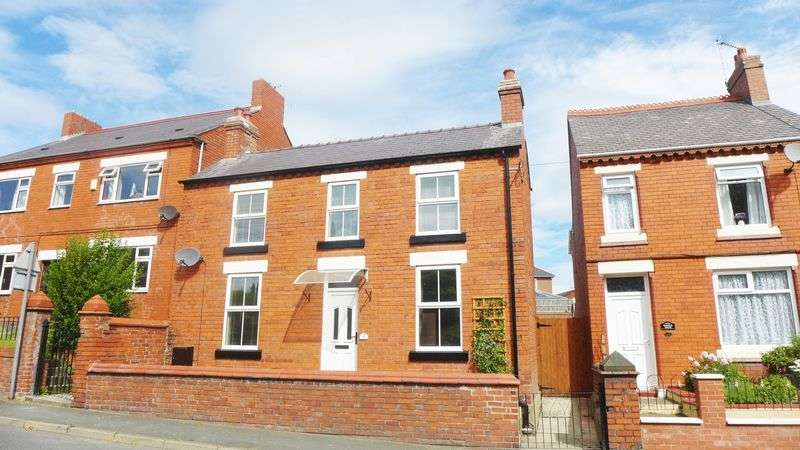 3 Bedrooms Detached House for sale in Hill Street, Wrexham