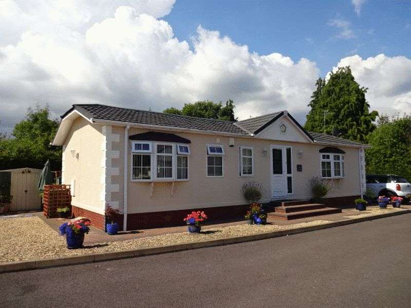 2 Bedrooms Detached Bungalow for sale in Cleobury Road, Kidderminster DY14 9EB