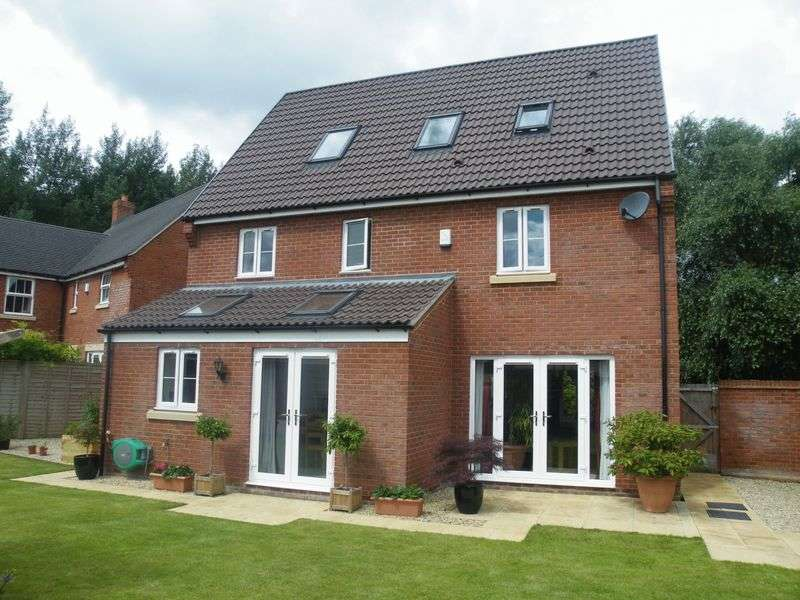 5 Bedrooms Detached House for sale in Sycamore Walk, Coopers Edge, Gloucester