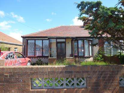 3 Bedrooms Bungalow for sale in Rossendale Avenue North, Thornton-Cleveleys, Lancashire, FY5