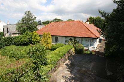 2 Bedrooms Bungalow for sale in Whinacres, Conwy, LL32
