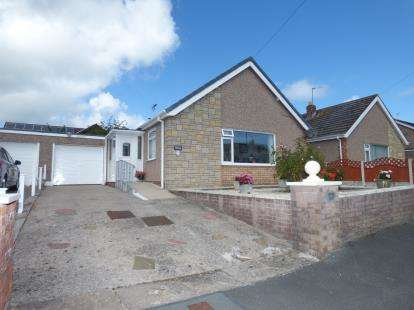 2 Bedrooms Bungalow for sale in Fairfield Close, Penrhyn Bay, Llandudno, Conwy, LL30