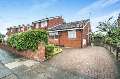 2 Bedrooms Bungalow for sale in Elstead Road, Kirkby, Liverpool, Merseyside, L32