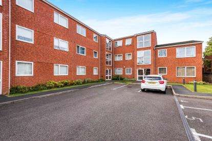 2 Bedrooms Flat for sale in Heather Croft, Kingstanding, Birmingham, West Midlands