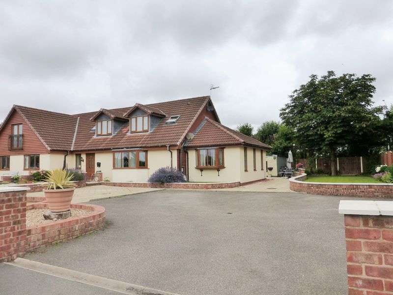 5 Bedrooms Terraced House for sale in Gravel Lane, Banks, Southport