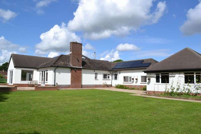6 Bedrooms Detached Bungalow for sale in Caistor Road, Grimsby