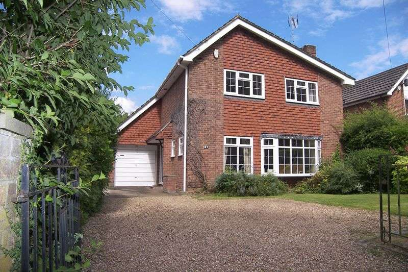 4 Bedrooms Detached House for sale in Common Road Claygate