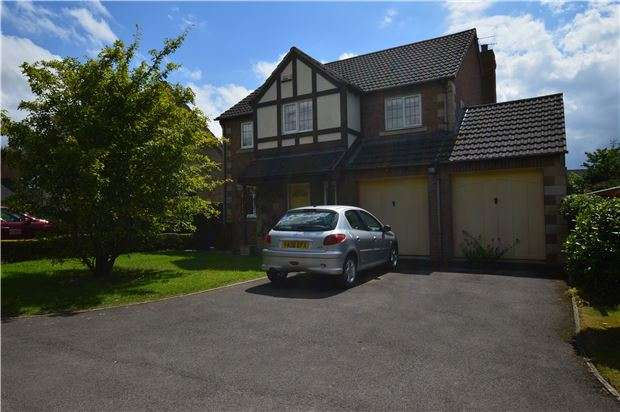 4 Bedrooms Detached House for sale in Bramble Chase, Bishops Cleeve, CHELTENHAM, GL52 8WN