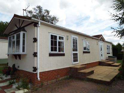 2 Bedrooms Mobile Home for sale in First Avenue Breach Barns, Galley Hill, Waltham Abbey, Essex