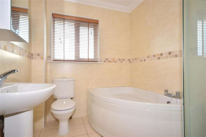 3 Bedrooms Detached House for sale in Denness Path, Sandown, Isle of Wight