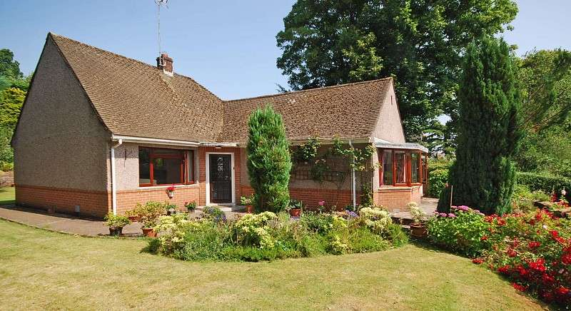 2 Bedrooms Detached Bungalow for sale in 8a Oakfield Road, Newport, South Wales. NP20 4LY