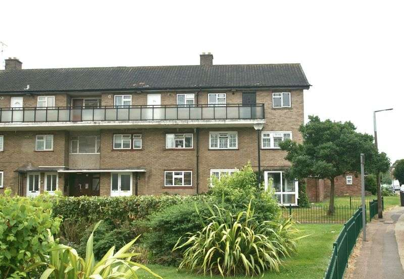 1 Bedroom Flat for sale in Durham Avenue, Romford