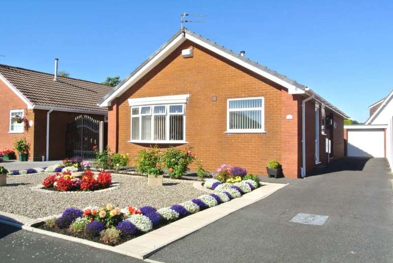 2 Bedrooms Detached Bungalow for sale in Strathdale, Blackpool, FY4 5BB
