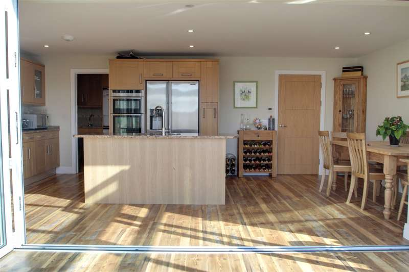 4 Bedrooms Detached House for sale in Charlton Road, Shepperton, Surrey, TW17
