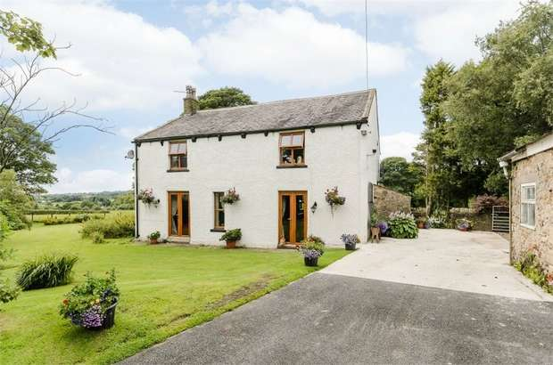 3 Bedrooms Detached House for sale in Clitheroe Road, Knowle Green, Preston, Lancashire
