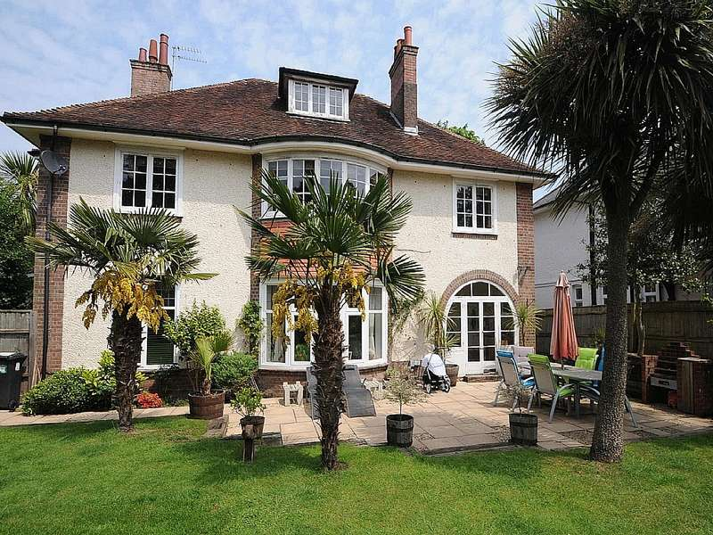 2 Bedrooms Flat for sale in Roslin Road Talbot Woods Bournemouth