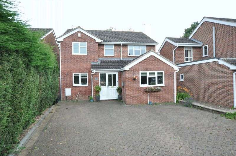 4 Bedrooms Detached House for sale in Brook Close, Hatton