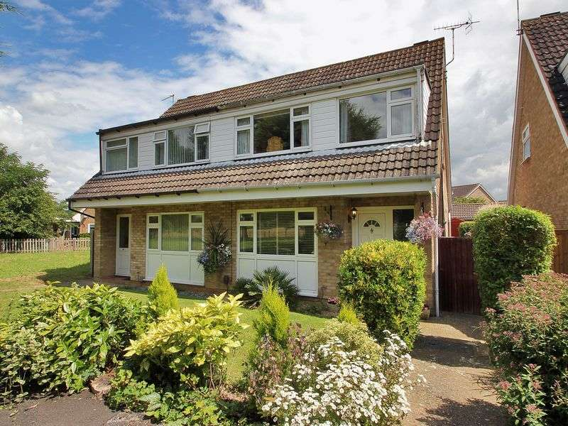 3 Bedrooms Semi Detached House for sale in Charm Close, Horley, Surrey