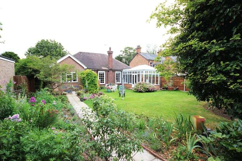3 Bedrooms Detached Bungalow for sale in High Street, Bedford