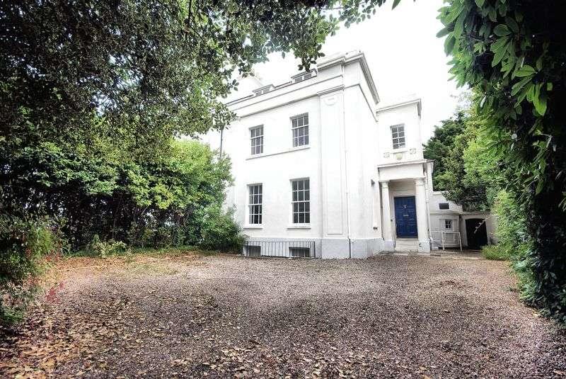5 Bedrooms Semi Detached House for sale in Crescent Road, Alverstoke, PO12