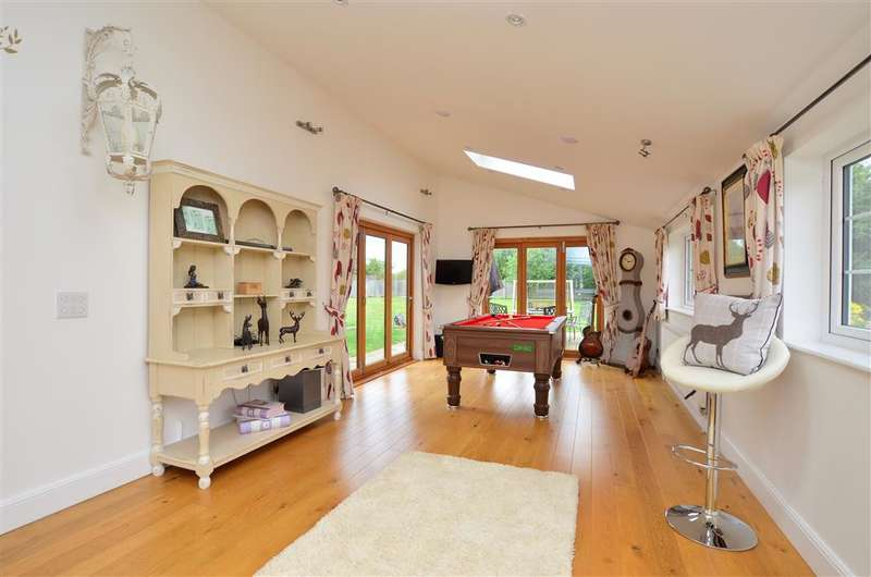 3 Bedrooms Detached House for sale in Staines Hill, Sturry, Canterbury, Kent