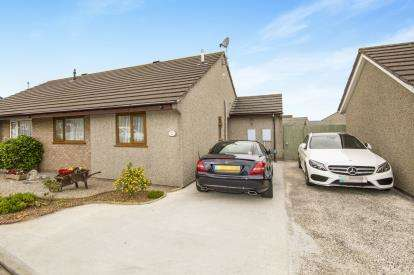 2 Bedrooms Bungalow for sale in Pool, Redruth, Cornwall
