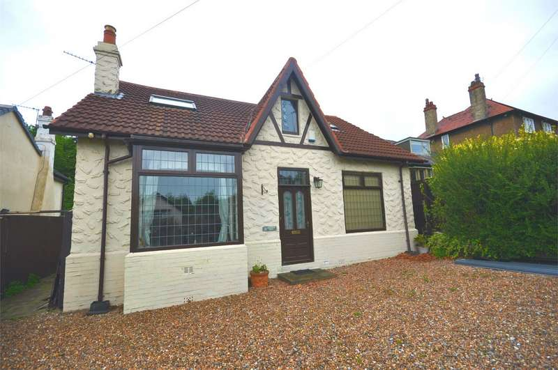 3 Bedrooms Detached Bungalow for sale in 21 Lightridge Road, Fixby, HUDDERSFIELD, West Yorkshire