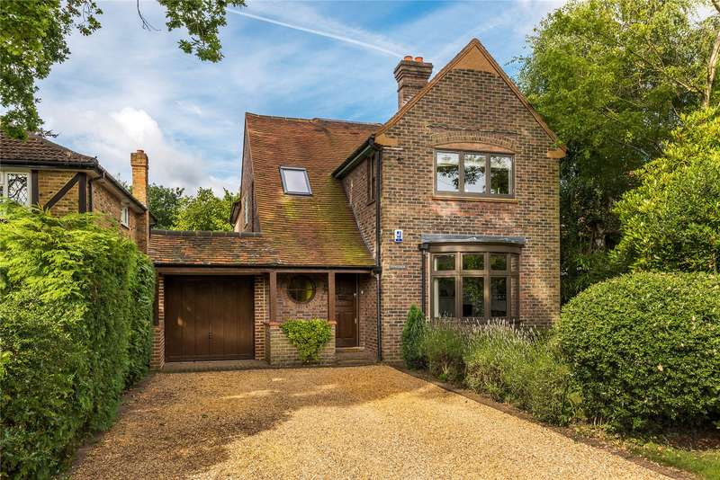 5 Bedrooms Detached House for sale in Ivy Lane, Woking, Surrey, GU22