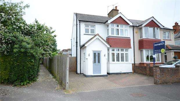 3 Bedrooms Semi Detached House for sale in Upper St. Michaels Road, Aldershot, Hampshire