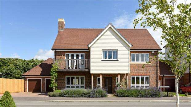 4 Bedrooms Detached House for sale in 46 Willowbourne, Fleet, Hampshire, GU51 5AB