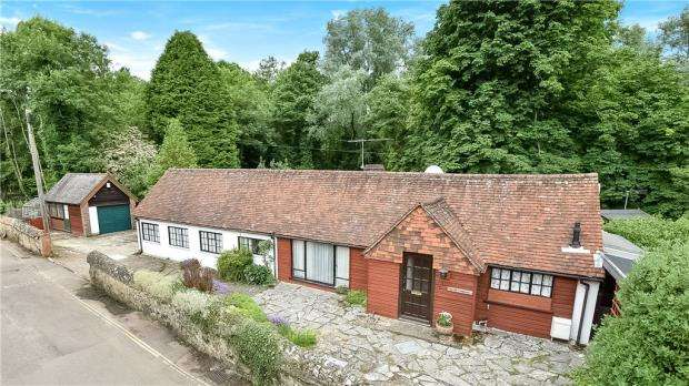 4 Bedrooms Detached House for sale in Lower Street, Shere, Guildford