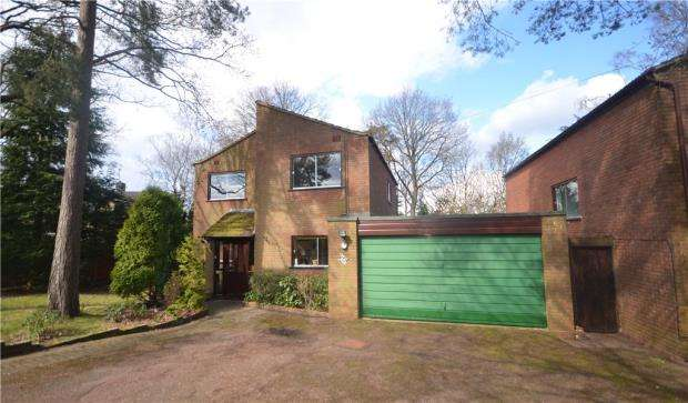 4 Bedrooms Detached House for sale in Edgemoor Road, Frimley, Camberley