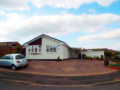3 Bedrooms Bungalow for sale in Herondale Road, Wollaston, Stourbridge, West Midlands