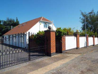 5 Bedrooms Detached House for sale in Edale Rise, Toton, Nottingham, Nottinghamshire