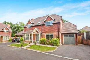 4 Bedrooms Detached House for sale in Kingsmead, Cemetery Lane, Kennington, Ashford