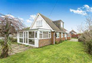 4 Bedrooms Bungalow for sale in The Bridleway, Selsey, Chichester, West Sussex