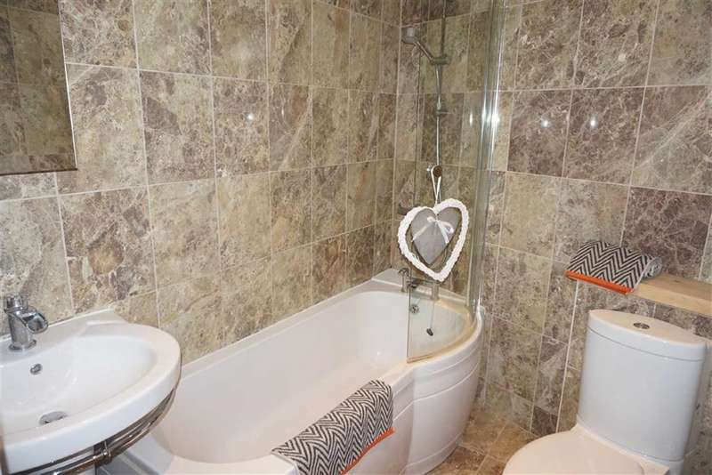 2 Bedrooms Property for sale in West View, Darwen, Lancashire