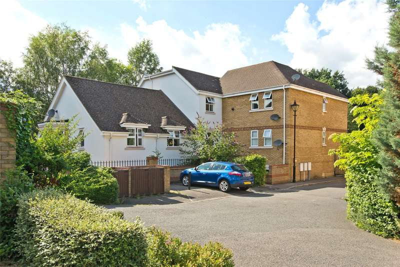 2 Bedrooms Flat for sale in Lyster Mews, Cobham, Surrey, KT11