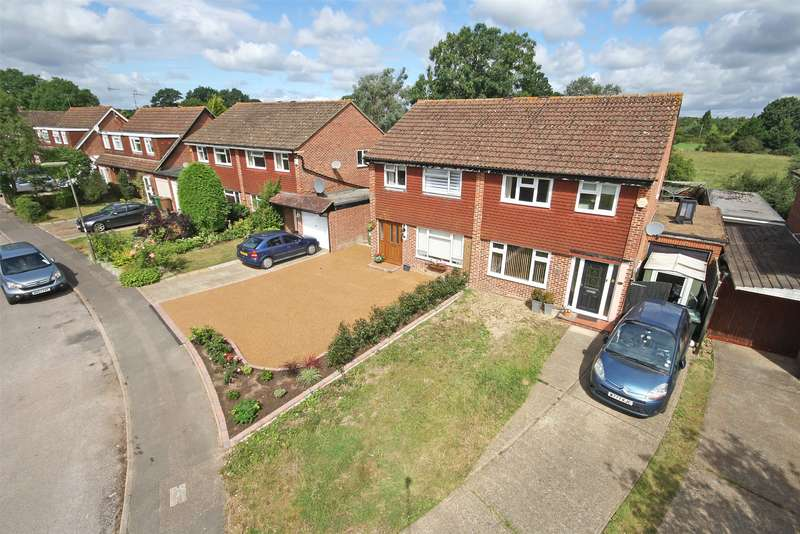 3 Bedrooms Semi Detached House for sale in Bay Close, Horley, RH6