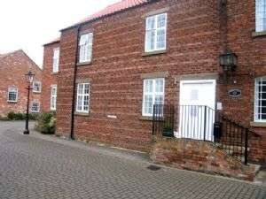 2 Bedrooms Flat for sale in Church Mill Close, MARKET RASEN