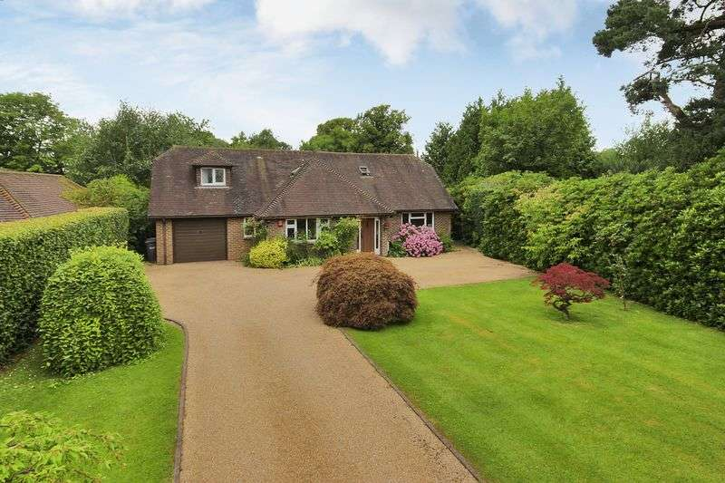4 Bedrooms Detached House for sale in Turners Hill Road, Crawley Down, West Sussex