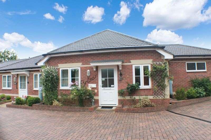 2 Bedrooms Bungalow for sale in Crescent Road, Locks Heath