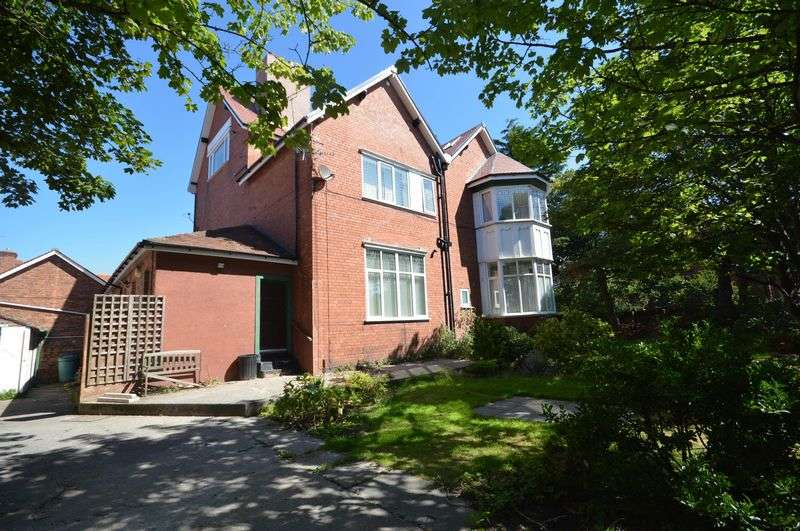 3 Bedrooms Flat for sale in Banks Road, West Kirby