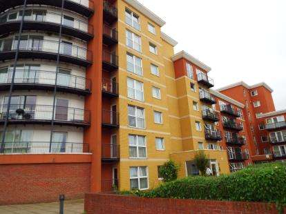 1 Bedroom Flat for sale in Monarch Way, Ilford, Essex