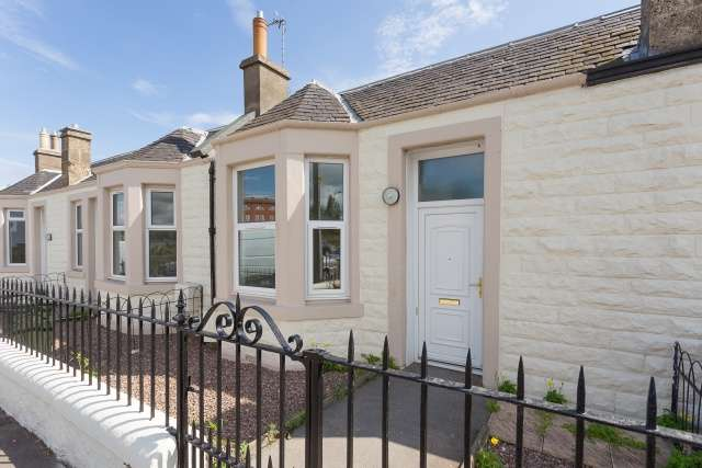 2 Bedrooms Cottage House for sale in Baileyfield Cottages, Portobello, Edinburgh, EH15 1DL