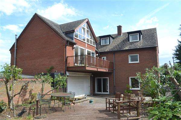 5 Bedrooms Detached House for sale in Amoss House, Upware Road, Upware