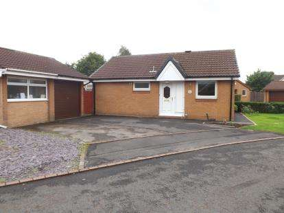 2 Bedrooms Bungalow for sale in Breeze Mount, Lostock Hall, Preston, PR5