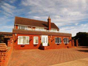 4 Bedrooms Detached House for sale in Clarence Gardens, Warden, Sheerness, Kent