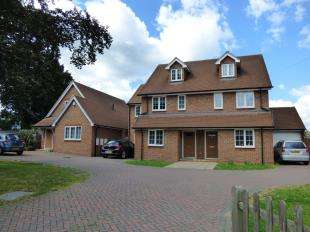 4 Bedrooms Semi Detached House for sale in Orchard Avenue, Shirley, Croydon, Surrey